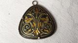 Delicat si Vechi Medalion din aur negru de Toledo executat manual Finut de Efect