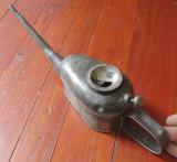 Scule / unelte vechi - Veche pompa de ulei din metal - colectie sau utilizare !