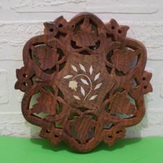 Superb SUPORT SCULPTAT manual in LEMN de TRANDAFIR cu intarsii os / Sculptura