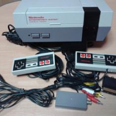 vand consola retro,vintage, NES NINTENDO , 2 manete ,distribuitor manete