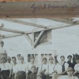 Foto pe carton, Regimentul 3 Graniceri ; Cernauti, 1922, militari la armurerie - Fotografie veche