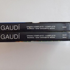 GAUDI, OPERA COMPLETA, COMPLETE WORKS, DAS GESAMTE WERK, VOL. I - II, de ISABEL ARTIGAS, 2007 - Carte Istoria artei