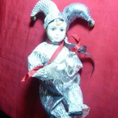 Papusa Arlechino-cap, maini, picioare portelan, h= 21 cm, caciulita argintie - Papusa de colectie