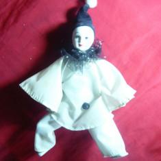 Papusa Arlechino-cap, maini, picioare portelan, h= 23 cm, caciulita neagra - Papusa de colectie