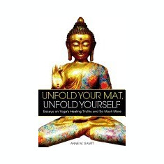 Unfold Your Mat, Unfold Yourself: Essays on Yoga's Healing Truths and So Much More - Carte in engleza