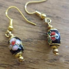 Cercei baze aurii cu butoias cloisonne negru