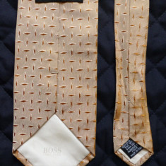 Cravata Hugo Boss Made in Italy; 100% matase; 148 cm lungime; impecabila ca noua, Culoare: Din imagine