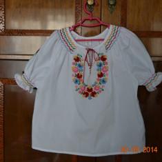 Costum popular lucrat manual, Alta, Alb
