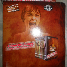 COVER BOX -UL SERIEI DVD ALFRED HITCHCOCK ( CUTIA PASTRARE ) - Film Colectie Altele, Romana