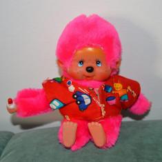Jucarie plus maimutica Monchhichi (kiki, moncici), roz, cu hainuta, 17cm, - Jucarii plus