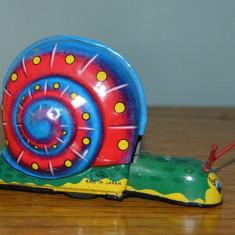 Jucarie din tabla vintage cu arc si roti, melc colorat, Made in Japan KKS 12x7cm - Jucarie de colectie