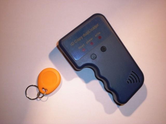 Aparat Copiat Tag-uri Cartele Interfon Rotunde RFID foto mare