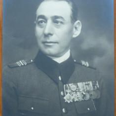 Fotografie militara, ofiter superior in tinuta de gala cu decoratii, Cernauti - Fotografie veche