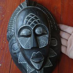 Masca deosebita arta africana din lemn cu desene tribale !!!