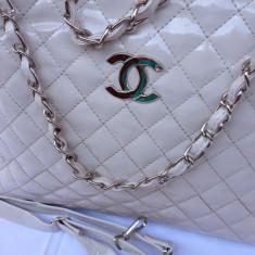 Geanta Dama Chanel mare crem lucioasa model C, Geanta de umar, Asemanator piele