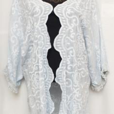 Kimono bleu deschis cu broderie