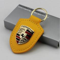 Breloc auto pentru Porsche galben inchis piele eco + cutie simpla