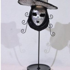 Suport pentru bijuterii in forma de masca (culoare: gri)