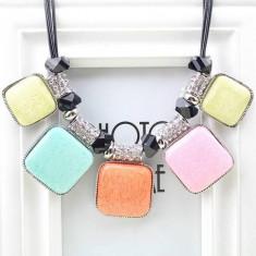 AC890-19 Colier fashion cu pietre mari colorate