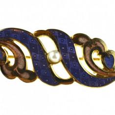 Brosa vintage placata aur, decorata perla, email rafinat, semnata casa bijuterii - Brosa Fashion