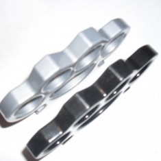 Rozeta Box Pumnal. SET 2 buc: Negru + Argintiu = 32 lei
