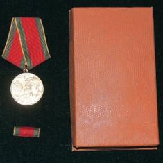 MEDALIA COLECTIVIZARII + CUTIE - Medalii Romania