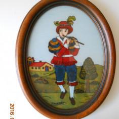 Pictura pe sticla-Tanar cantand la flaut,semnata,rama ovala lemn,28,5x22cm