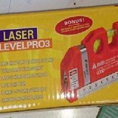 Nivelă cu raze laser si ruletă incorporată - Nivela laser cu linii