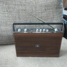 Radio portabil vintage Universum, stare excelenta. - Aparat radio
