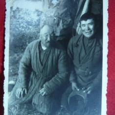 Fotografie mica -2 Prizonieri sovietici de origine tatara- Crimeea, 8, 5x6 cm - Fotografie veche