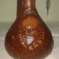 Sticla veche de colectie imbracata in piele