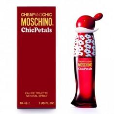 Moschino Cheap & Chic Chic Petals eau de Toilette pentru femei 30 ml - Parfum femeie Moschino, Apa de toaleta