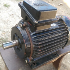 Motor electric monofazic