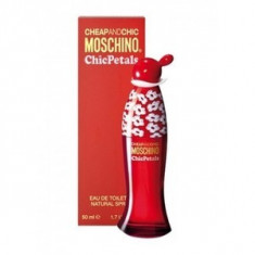 Moschino Cheap & Chic Chic Petals eau de Toilette pentru femei 50 ml - Parfum femeie Moschino, Apa de toaleta