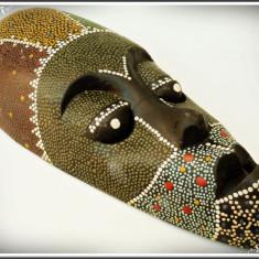 MASCĂ TRIBALĂ AFRICANĂ DE DECOR, SCULPTATĂ ÎN LEMN ȘI PICTATĂ MANUAL, VECHE! - Arta din Africa