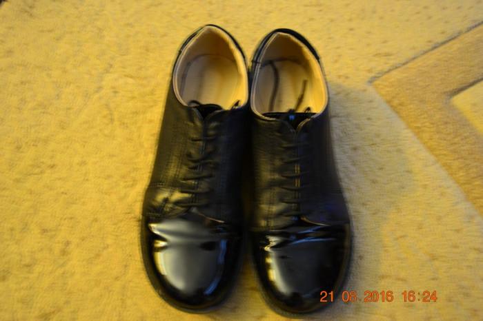 Pantofiori negri din piele cu lac