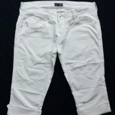 Blugi ¾ Giorgio Armani Jeans; marime 30; 97% bumbac, 3% elastan; ca noi - Blugi dama Armani Jeans, Culoare: Din imagine, 3/4