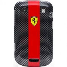 Husa Protectie Spate Ferrari Fecb99Re Carbon rosie pentru Blackberry 9900 - Husa Telefon
