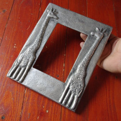 rama metalica cu girafe model deosebit pentru fotografii  sau oglinda  !!!
