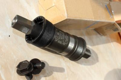 Shimano BB-UN26 - 68/127,5mm monobloc pe rulmenti foto