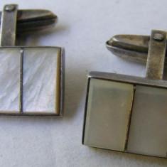 Butoni vechi din argint cu sidef - de colectie
