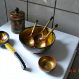Set de 7 obiecte artizanale rusesti, din lemn, decor color lac