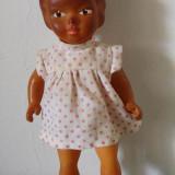 Papusa / papusica Aradeanca, cauciuc, cu rochita originala, anii 70, 18cm