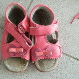Sandale, sandalute fetite, marimea 24- 25, din piele, cu fundita
