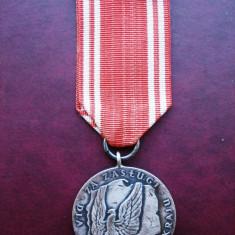 Medalia Pentru Merite in Apararea Nationala - Polonia - Decoratie