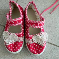 Balerini, papucei fetite, cu buline, marimea 27-28, inimioara crosetata - Balerini copii, Culoare: Rosu, Fete, Textil