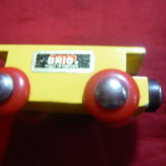 Jucarie- Vagon lemn marca Brio Suedia, cu tampoane magnetice, 7x3 cm - Trenulet