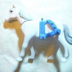 Jucarie- Cal alb inseuat cu cap mobil marca Playmobil , L= 11 cm ,plastic