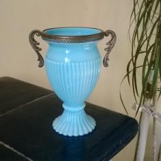 ANFORA VECHE DIN STICLA GROASA ALBASTRA CU CENTURA SI MANIERE DIN ALPACA - Vaza sticla