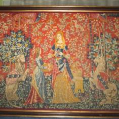 Goblen mare anii 1900: Femeie cu Fata, Leu si Cal, stare buna